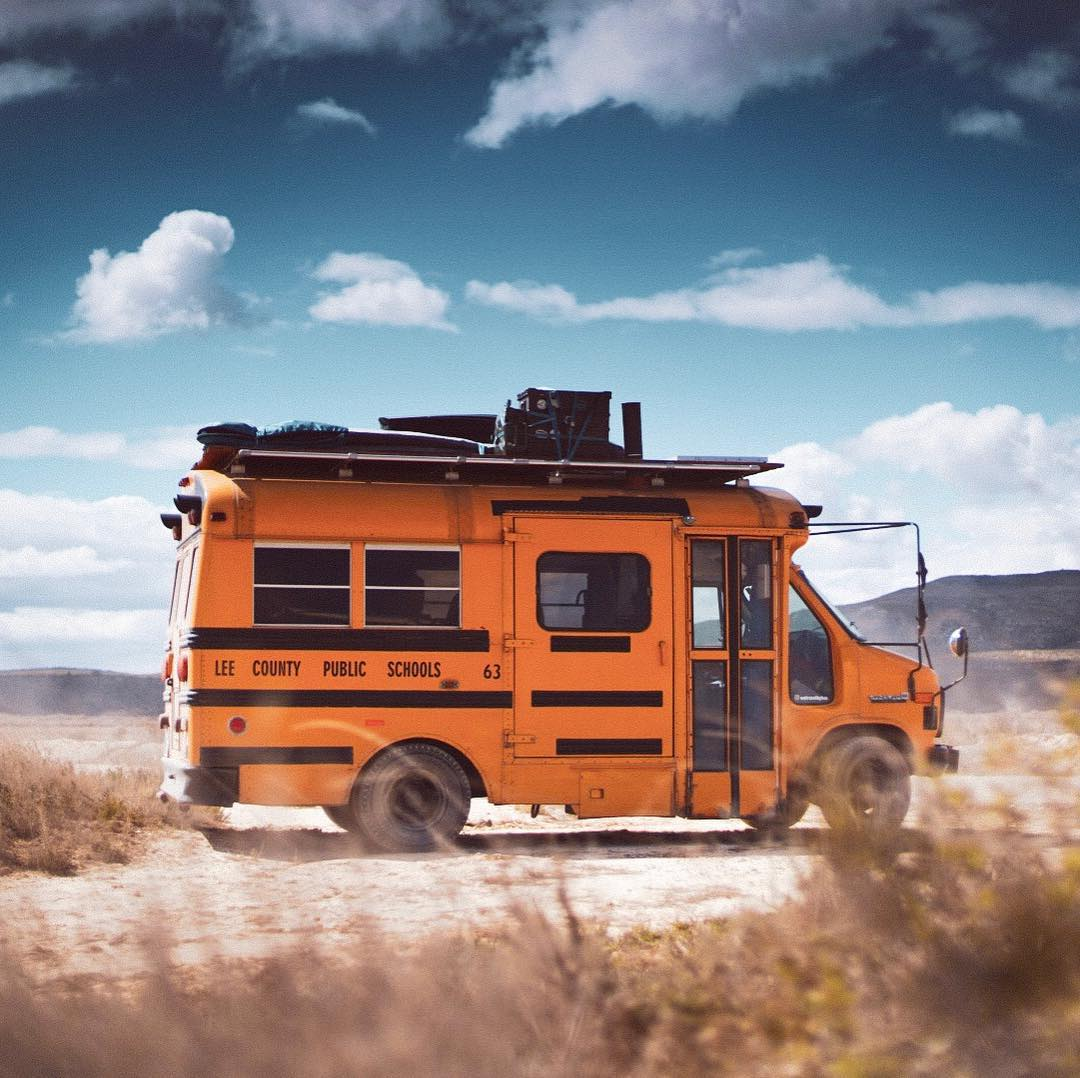 , Wetravelbybus: Unterwegs im selbst ausgebauten US-Schulbus