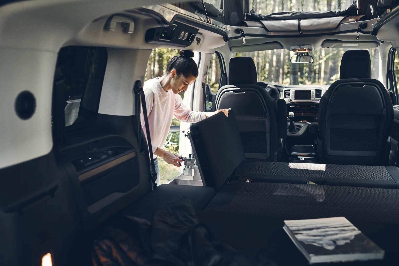 CrossCamp Lite, CROSSCAMP Lite: Ohne Möbelzeile, aber mit sieben Sitzen und Kocher