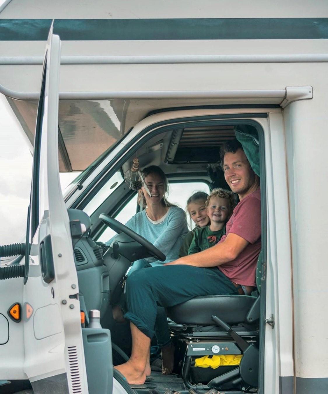 Aussteigen mit der Familie, Mit der Familie auf Weltreise: Thumanns unterwegs im Camper