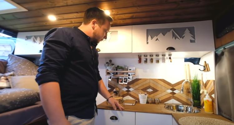 , Video-Roomtour: Ford Transit DIY Campervan für 7.000 Euro